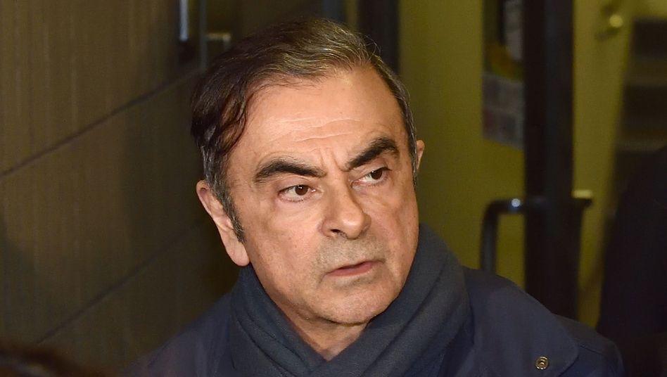 Früherer Top-Autofunktionär Carlos Ghosn: Per Zug nach Osaka, per Jet weiter?