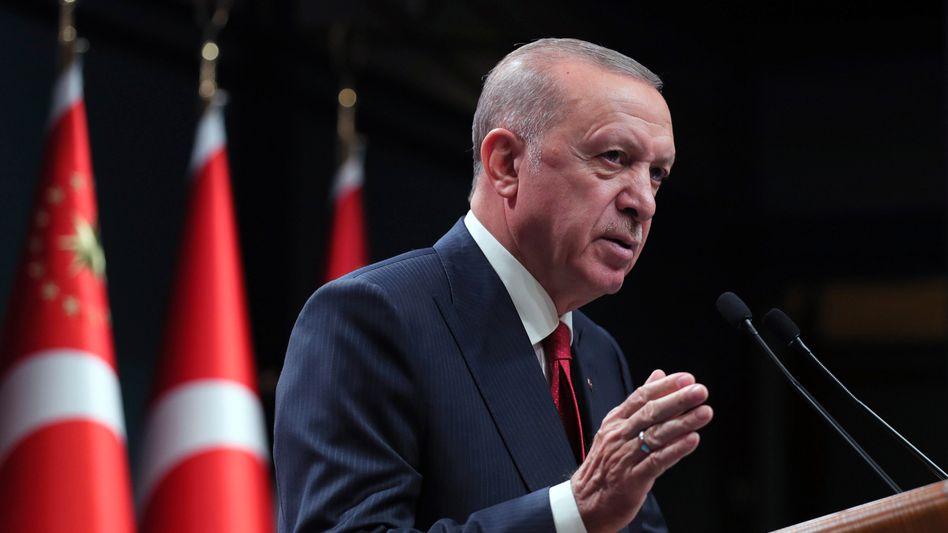 Recep Tayyip Erdoğan: Entlassung per Dekret