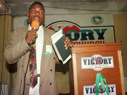 Ex-Rebellenführer Blahyi (bei Predigt in Monrovia): Vor der Schlacht unschuldige Kinder getötet