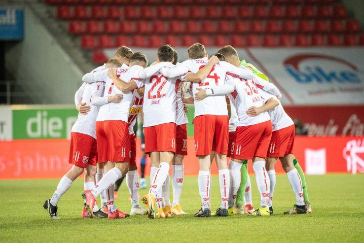 Am Freitag spielte Jahn Regensburg noch gegen den SC Paderborn