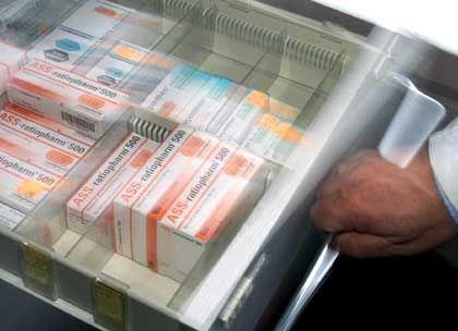 Mit der Positivliste soll die Zahl der Medikamente, die die Kassen erstatten müssen, etwa um die Hälfte auf 20.000 reduziert werden