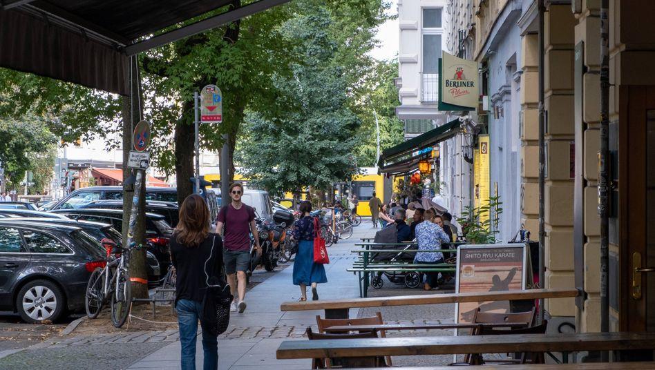 Restaurants im Berliner Stadtteil Prenzlauer Berg (Symbolbild): Langer Weg zur Normalität