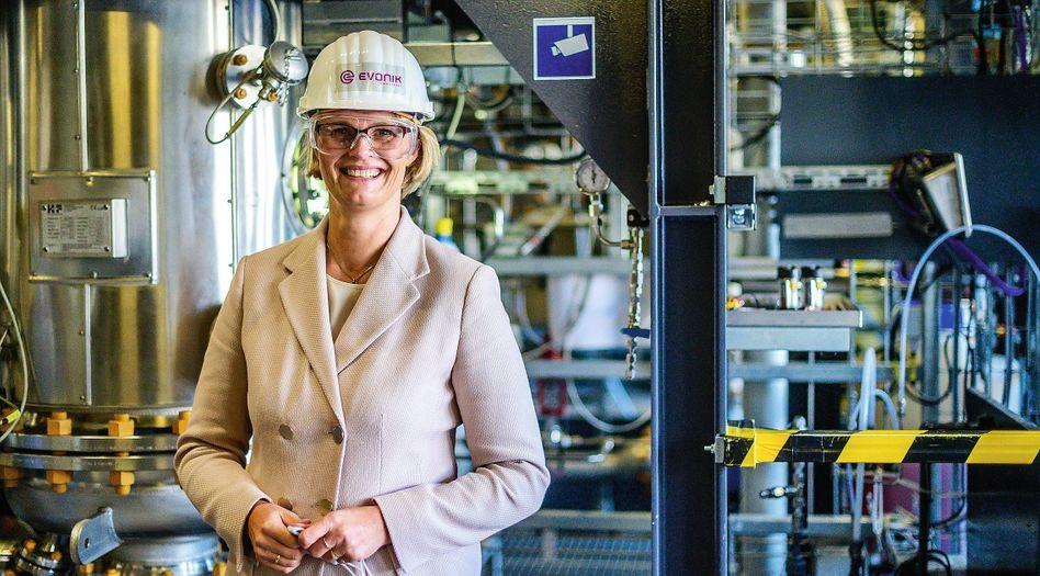 Ministerin Karliczek bei Besuch im Chemiepark Marl 2020: Verhindern, dass ältere Jahrgänge »das System verstopfen«