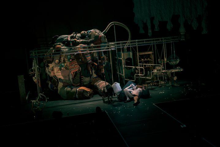 """Wie ein Abenteuerspielplatz: die Bühne von """"Peer Gynt"""""""