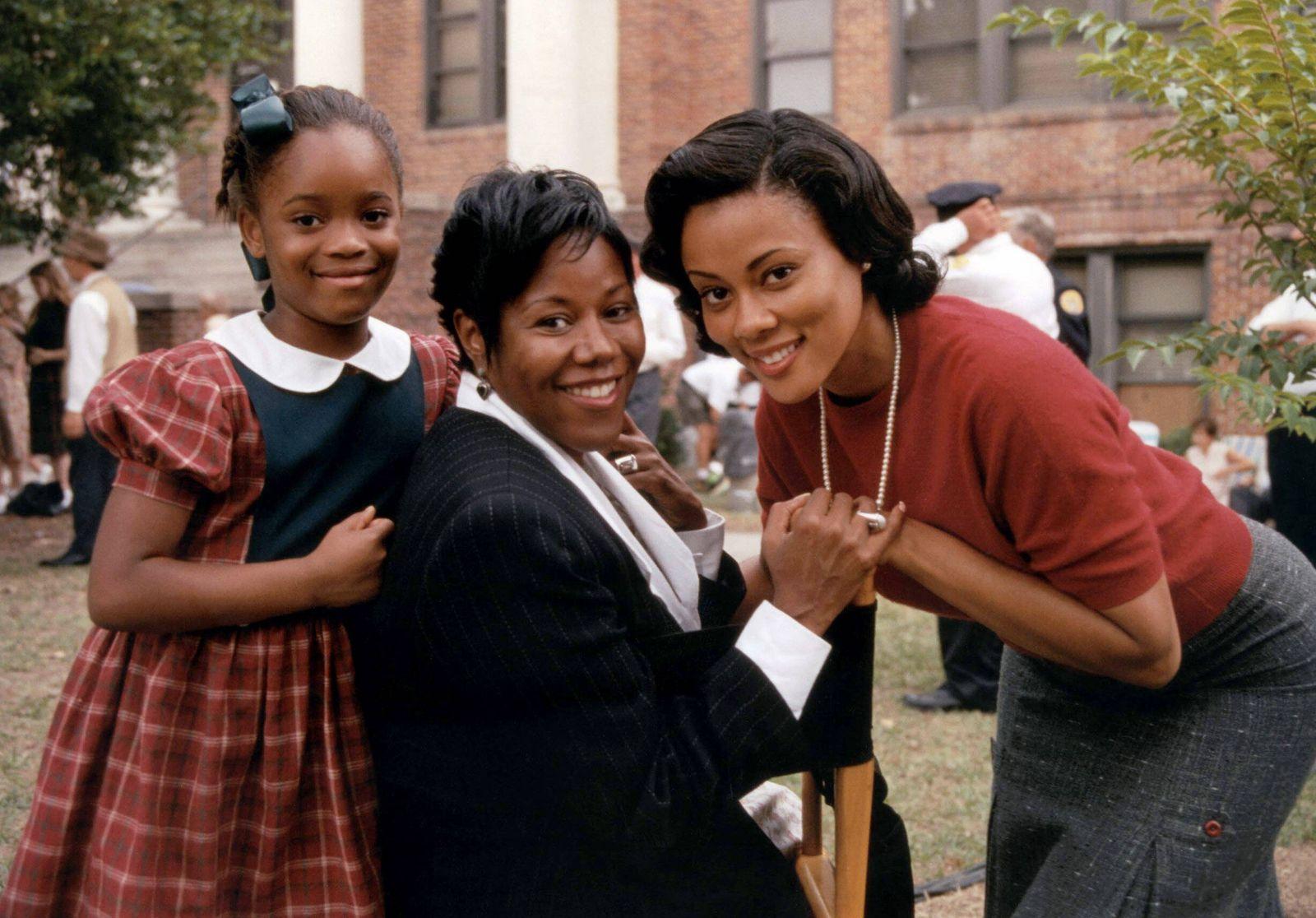 RUBY BRIDGES, Chaz Monet, Ruby Bridges Hall, Lela Rochon on-set, 1998. Walt Disney Television / Courtesy: Everett Collec