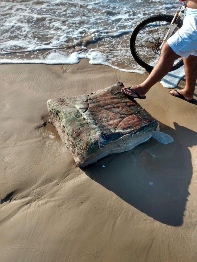 «Mysteriöse Kisten» an Brasiliens Küste