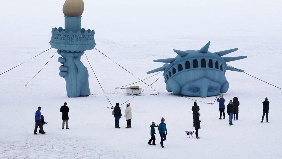 """Nachbildung der Freiheitsstatue auf einem See in Wisconsin: """"Akt des Widerstands gegen die menschliche Natur"""""""