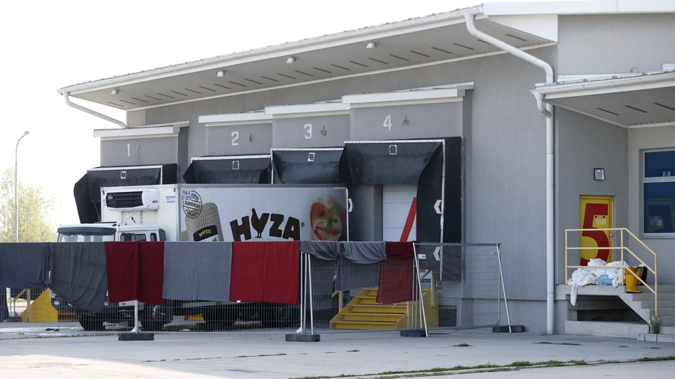 """Kühllastwagen in Österreich: Weder Kunst noch """"Gruseltourismus""""?"""