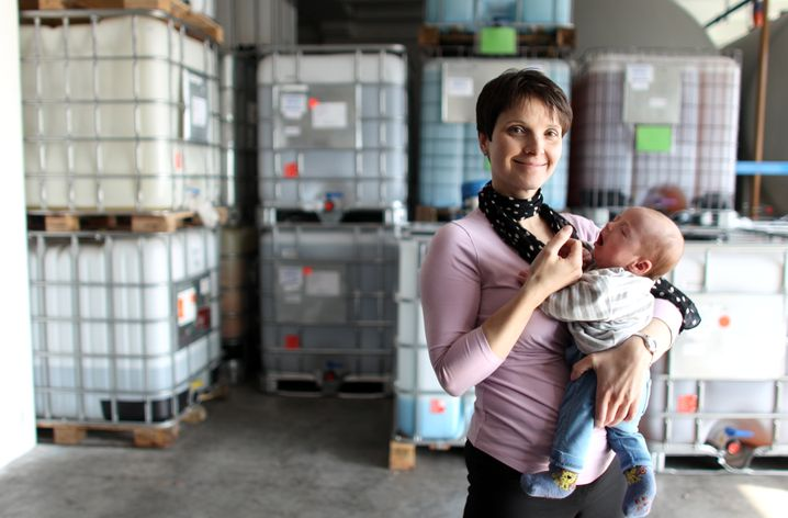 """Mutter Petry in ihrer Firma Purinvent in Leipzig 2011: """"Ich habe alle meine Kinder im Arbeitsprozess bekommen"""""""