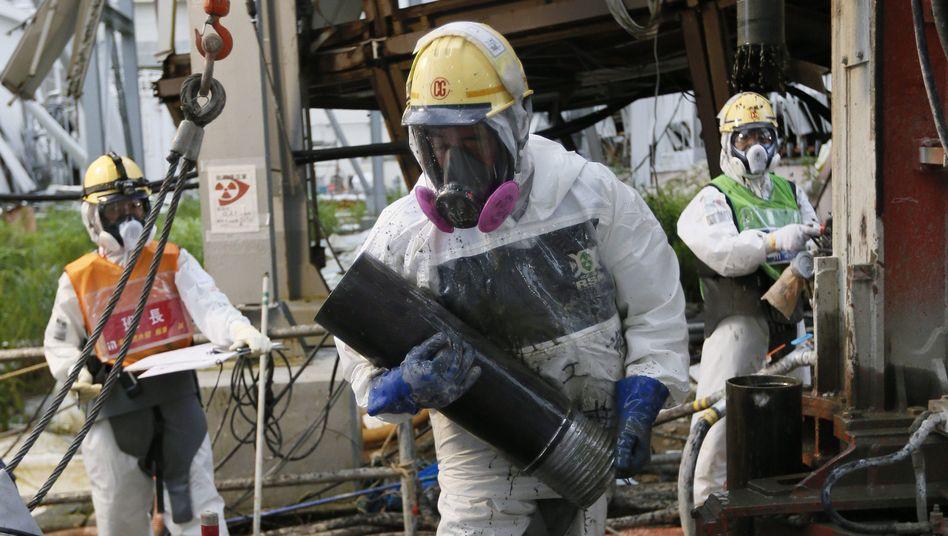 Tepco-Arbeiter in der Atomruine Fukushima: Gefahrenzulage nie erhalten