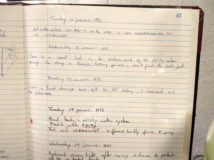 """Logbuch der """"Bionauten"""": Viele der bei den Versuchen in den Neunzigern gesammelten Daten gelten heute als verschollen. Vorhanden ist aber zumindest ein Teil der Aufzeichnungen der Bewohner. In diesen Tagebucheinträgen aus dem Januar 1992 wird zum Beispiel von mehreren Lecks in Leitungssystemen berichtet."""