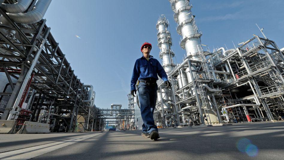 Chemiewerk in Frankfurt am Main: Flaute auch auf dem Arbeitsmarkt erwartet