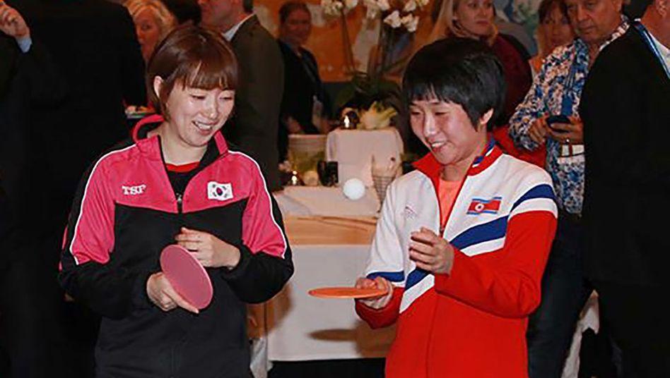 Suh Hyo-Won (links) aus Südkorea und Kim Nam-Hae aus Nordkorea