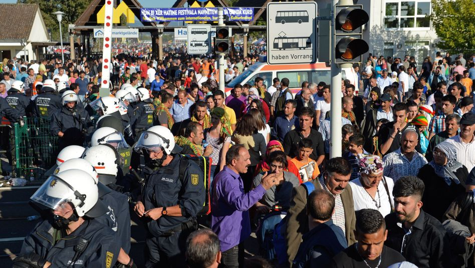 Kurdisches Kulturfest (am Samstag): 13 Einsatzfahrzeuge der Polizei wurden demoliert