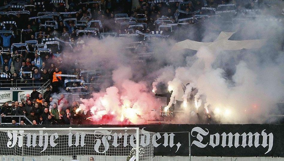 Spruchband im Chemnitzer Stadion am 9. März »Die Leute müssen wissen, der macht keinen Spaß«