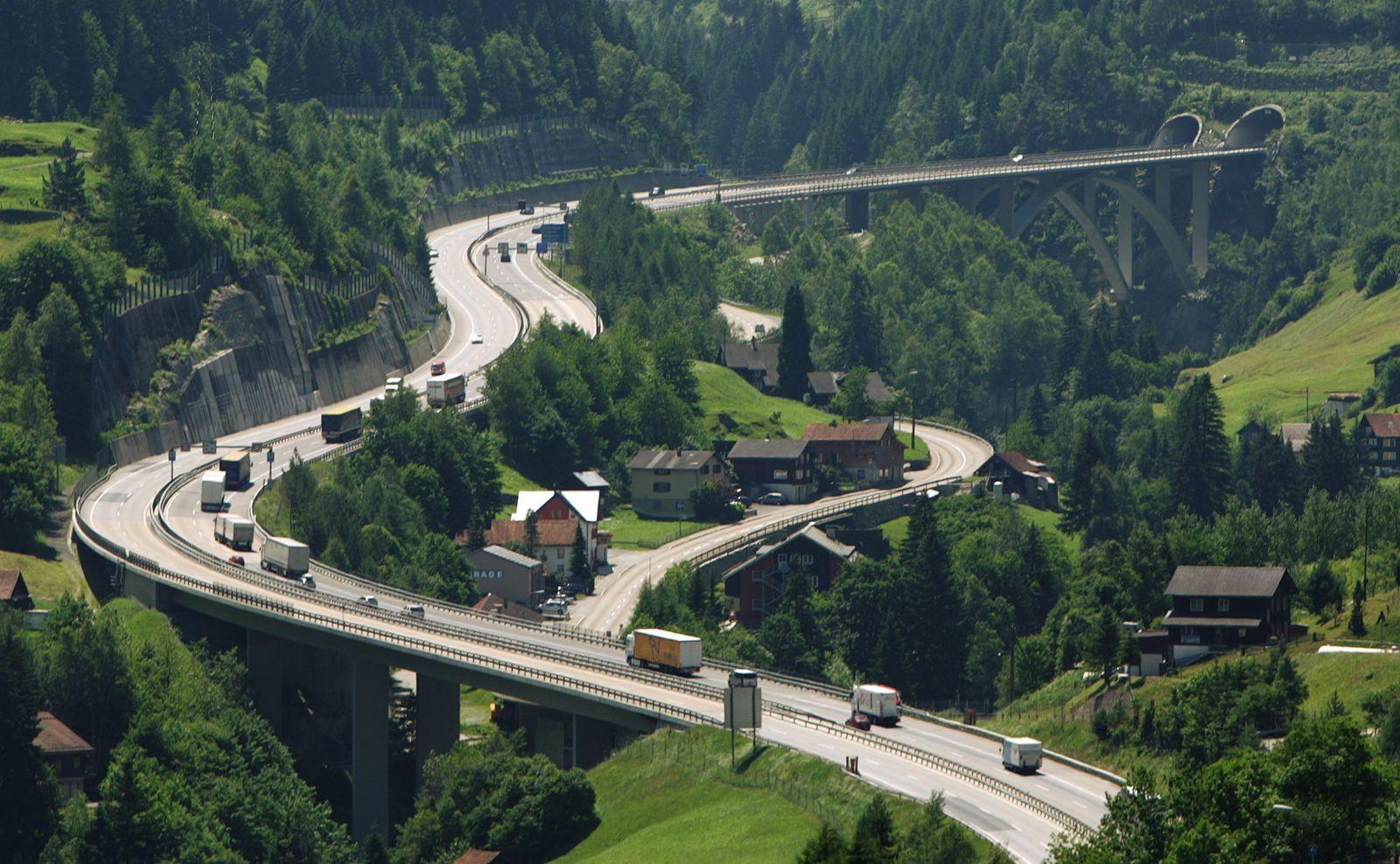 Alpenstrecken/ A2/ Gotthard/ Tunnel/ Wassen