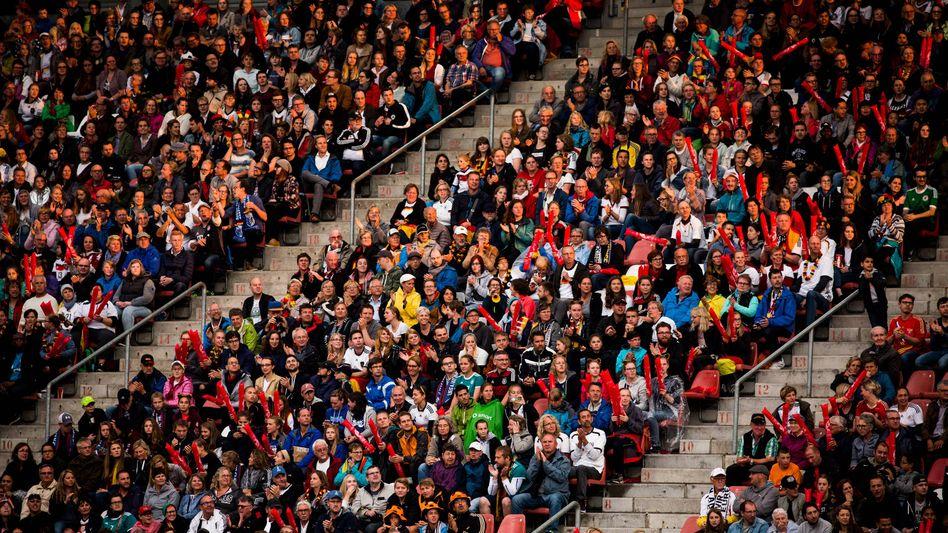 Zuschauer beim EM-Spiel 2017 zwischen Deutschland und Russland