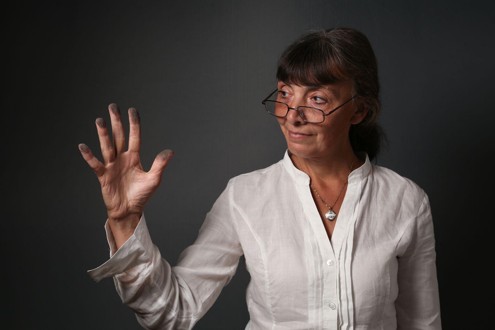 EINMALIGE VERWENDUNG DER SPIEGEL 38/2013 SPIN pp70 Rassismus-Debatte / Natalia Drechsler