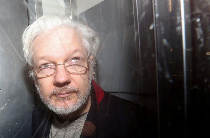 Julian Assange sitzt seit etwa eineinhalb Jahren in der Haftanstalt.