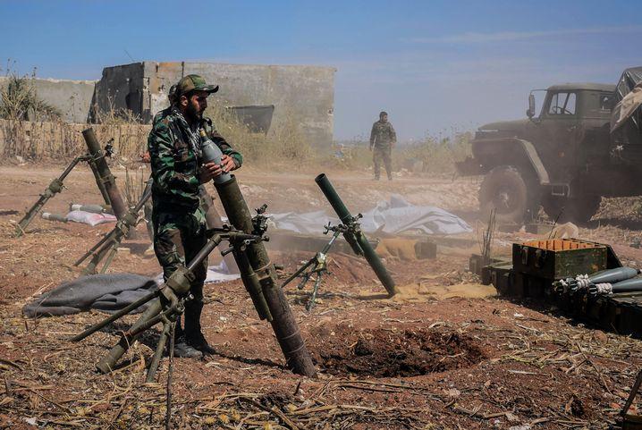 Syrischer Soldat in der Provinz Hama. Das Foto stammt aus einer staatlichen syrischen Quelle