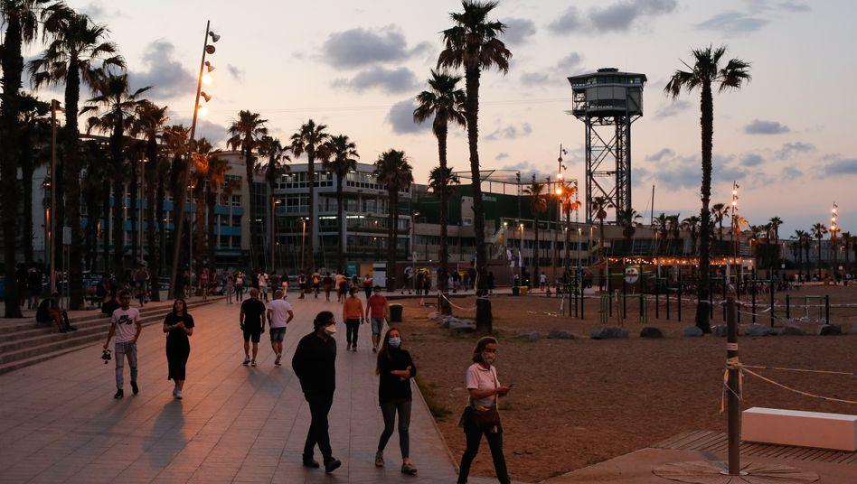 Spanische Lockerungsübungen: Der Strand von Barcelona Ende Mai