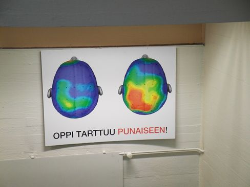 Noponen has hung up this graphic from an exercise study conducted in the US. The brain cross-section with the red coloration shows that higher brain activity that can be achieved through exercise.
