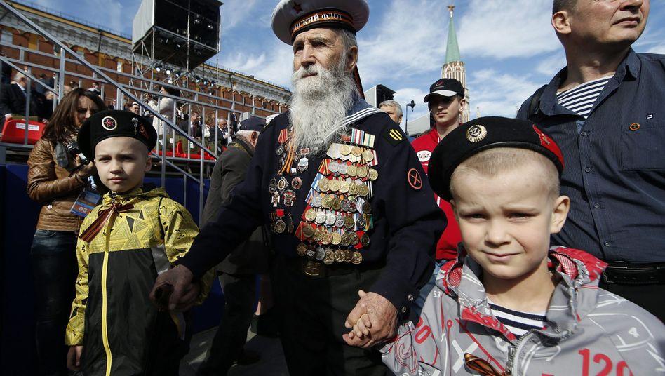 Kriegsveteran bei der Siegesparade in Moskau: Erinnerung an den Krieg gekidnappt