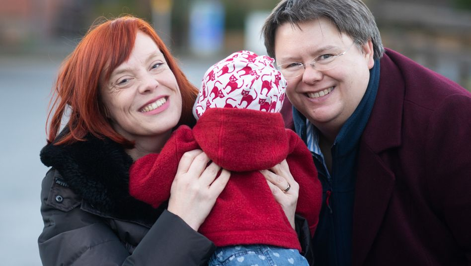 Klägerinnen Gesa Teichert-Akkermann, Verena Akkermann mit Tochter Paula