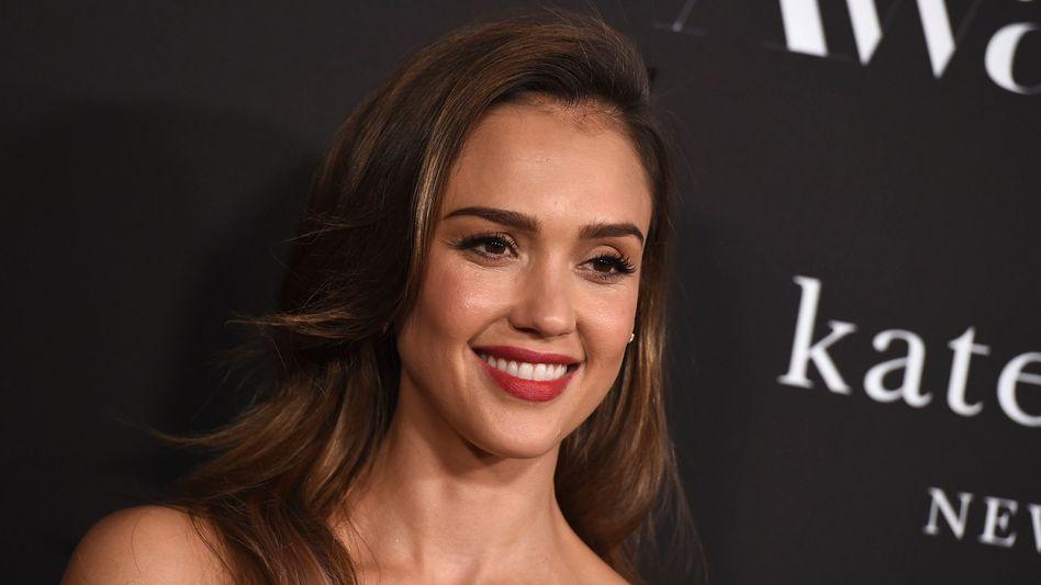 Jessica Alba bei einer Preisverleihung 2019: Im Geschäft mit Feuchtigkeitscremes und Wimperntusche