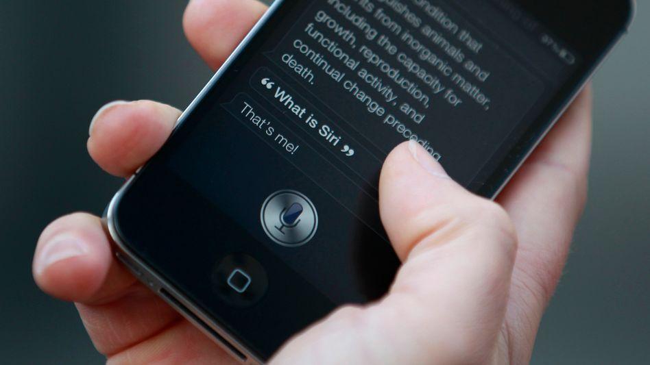 Siri kann sich nur mit menschlicher Hilfe weiterentwickeln.