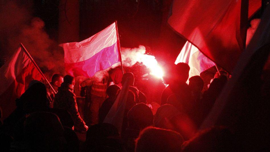 """Demonstranten mit Feuerwerkskörpern: """"Keine Rechtfertigung für Rowdytum"""""""
