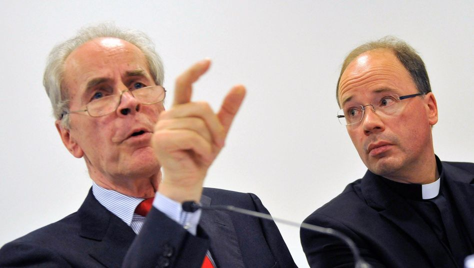 """Kriminologe Pfeiffer (l.), Bischof Ackermann: """"Ungeheuerliche Vorfälle"""""""