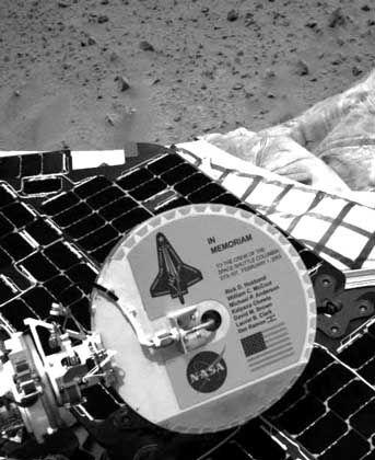 """Ehrung für tote Astronauten: An """"Spirit"""" befestigte """"Columbia""""-Plakette"""