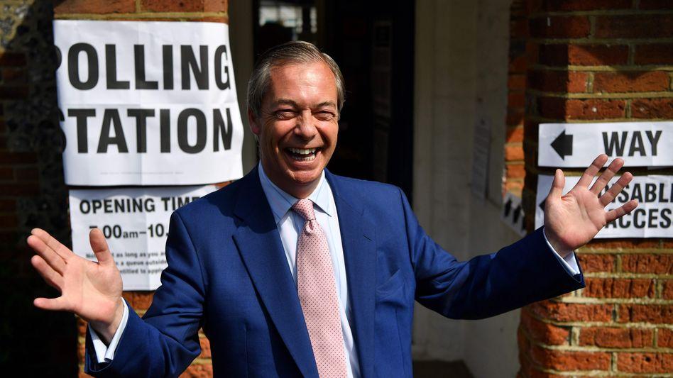 Ersten Hochrechnungen zufolge kann sich Brexit-Partei-Frontmann über rund ein Drittel der Stimmen freuen