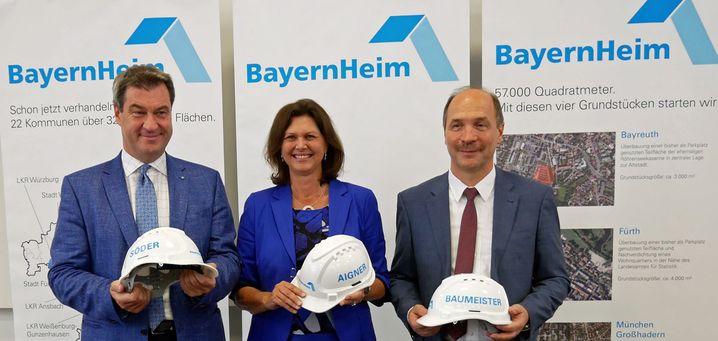 Söder mit Bauministerin Ilse Aigner und BayernHeim-Chef Peter Baumeister