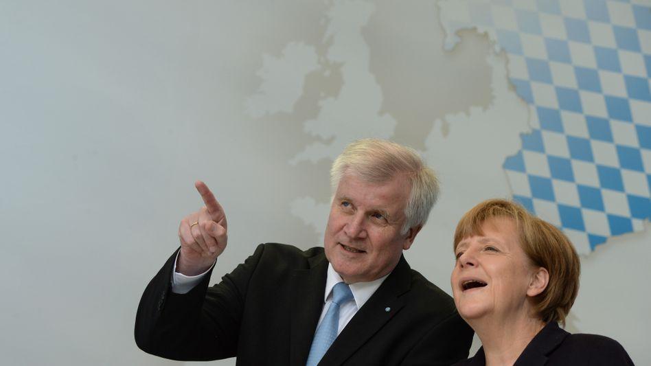 Merkel, Seehofer (im Europawahlkampf): Ein bisschen CSU