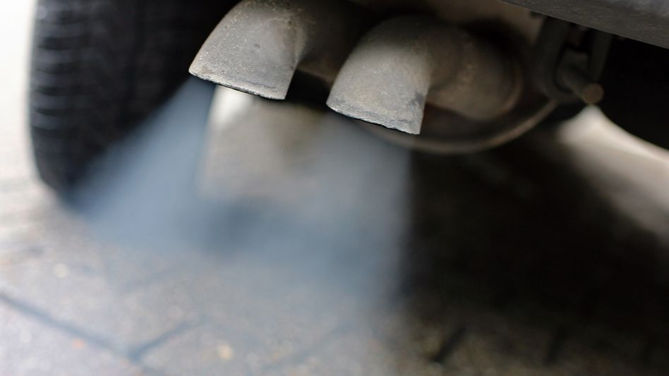 Abgase strömen aus einem Dieselmotor: Wer erst seit 2019 geklagt hat, wird wohl leer ausgehen