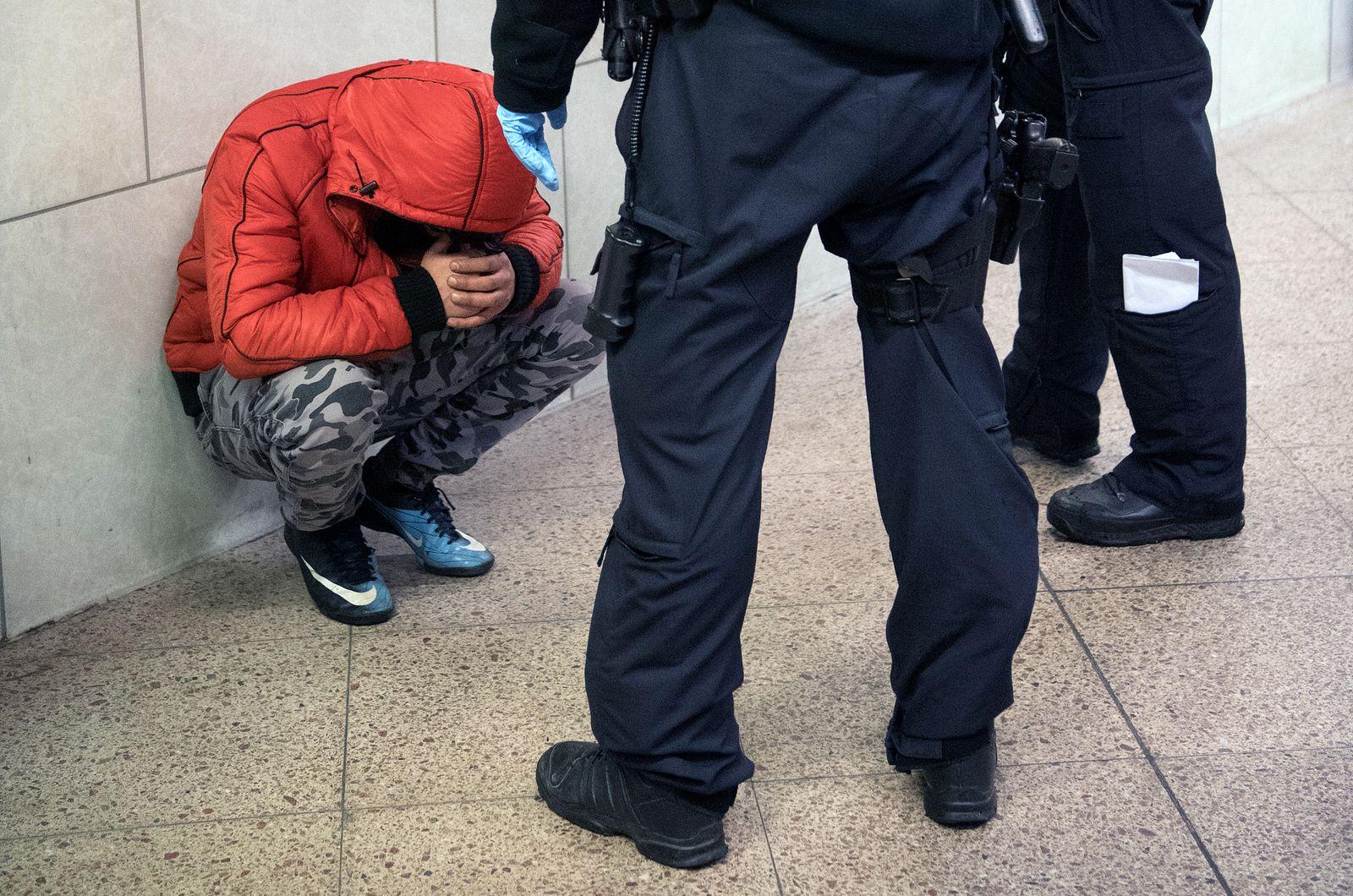 Polizeikontrolle am Hauptbahnhof Frankfurt