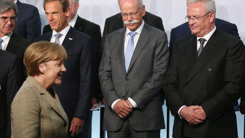 Bundeskanzlerin Angela Merkel bei einer Konferenz zur E-Mobilität (2015)