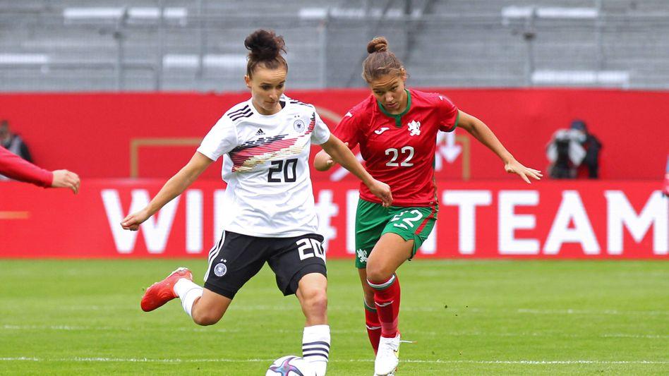 Lina Magull am Ball