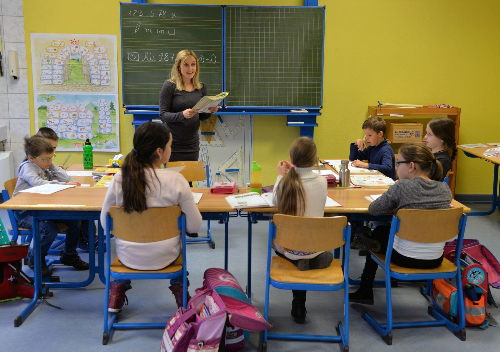 Lehrerin Grundschule