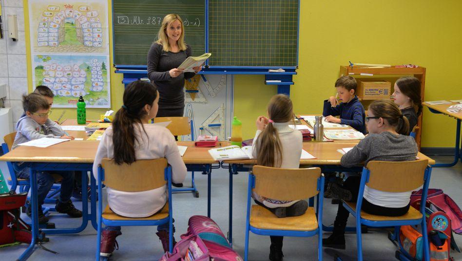 Lehrerin an einer Grundschule (Symbolbild)