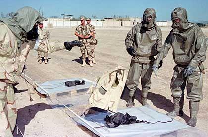 """Abwehr von Viren und Giftgas: Training von ABC-Truppen in """"Camp Doha"""""""