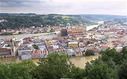 Luftbild von Passau am frühen Mittwochmorgen: Donau und Inn verursachten die schlimmsten Überschemmungen seit fast 50 Jahren