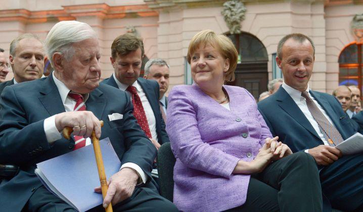 """Altkanzler und Kanzlerin: Schmidt lobt Merkels """"taktisches Geschick"""""""