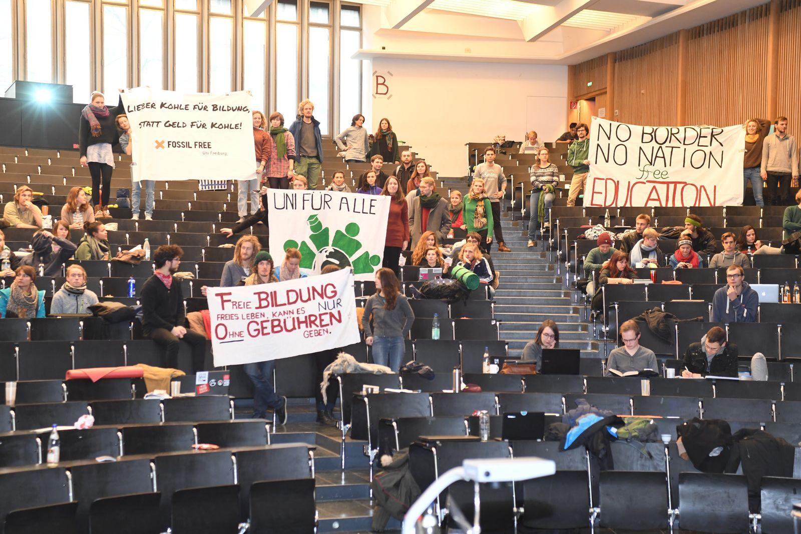 Studenten demonstrieren gegen geplante Studiengebühren