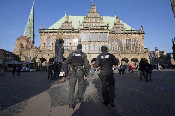 Polizisten in Bremen: Erhöhte Sicherheitsmaßnahmen