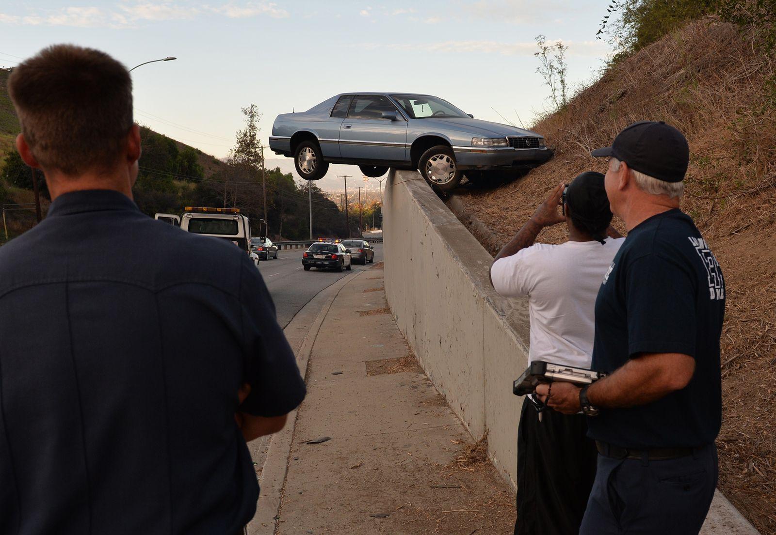 Los Angeles/ Auto auf Mauer