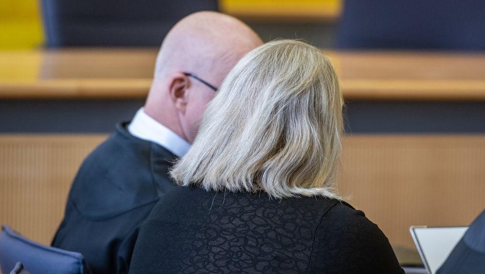 Die Angeklagte bei Gericht