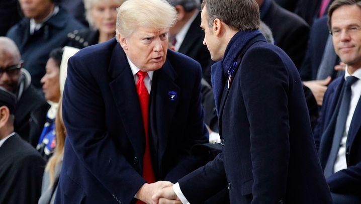 Weltkriegsgedenken in Paris: Ernster Macron, grinsender Trump